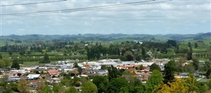 Otorohanga   view east over the town