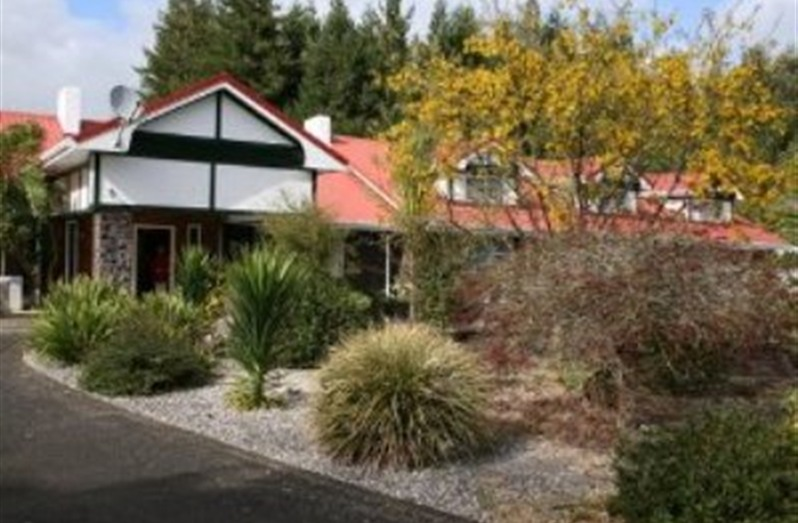 Redwood Lodge Bed & Breakfast